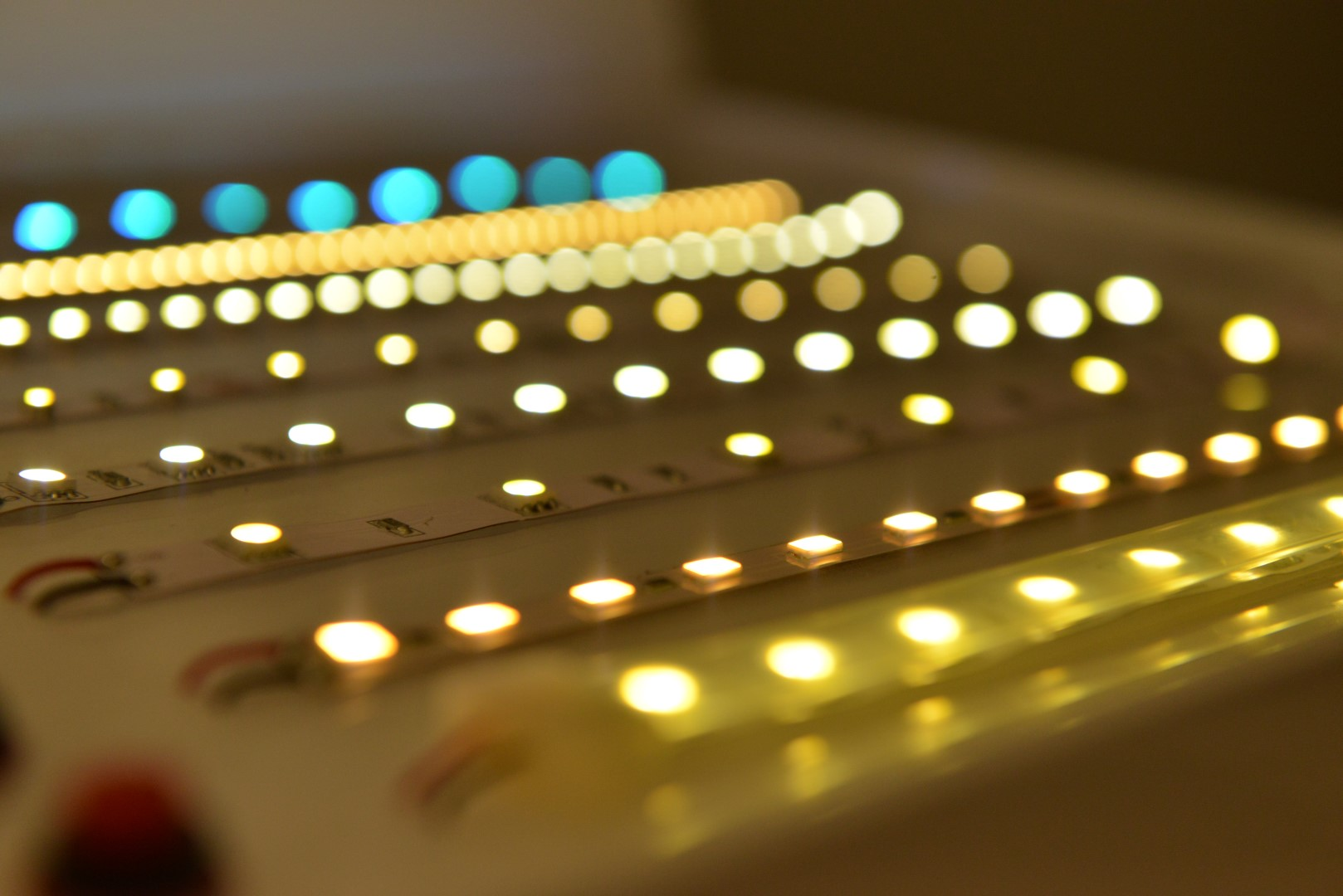 Induzione elettromagnetica alia energia - Strisce a led per interni ...